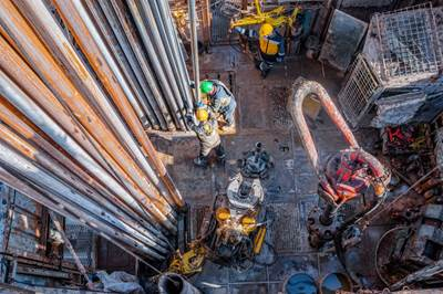 Illustration - Oil workers - Image by Алексей Закиров - AdobeStock