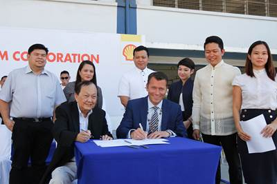 Signing the technical partnership renewal are University of Cebu President Atty. Augusto W. Go. (left) and Shell Marine Executive Director Jan Toschka (Photo: Shell)