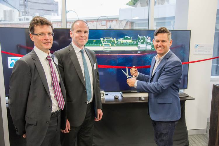 City of Fremantle Mayor Dr Brad Pettitt, performs the official opening at a reception for HR Wallingford's Australia Ship Simulation Centre.  From left: Chief Executive, Dr Bruce Tomlinson, Dr Mark McBride, Ships Group Manager and Mayor Dr Brad Pettitt (Photo: Wallingford)